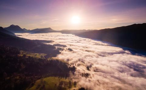 Mer de nuages sur les Bauges photo aerienne drone Haute Savoie