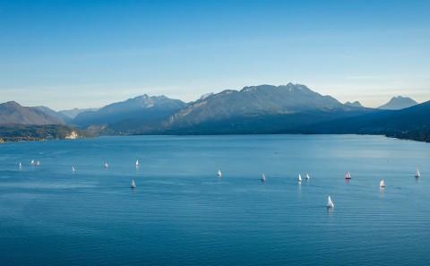 photo aerienne drone lac Annecy Haute Savoie